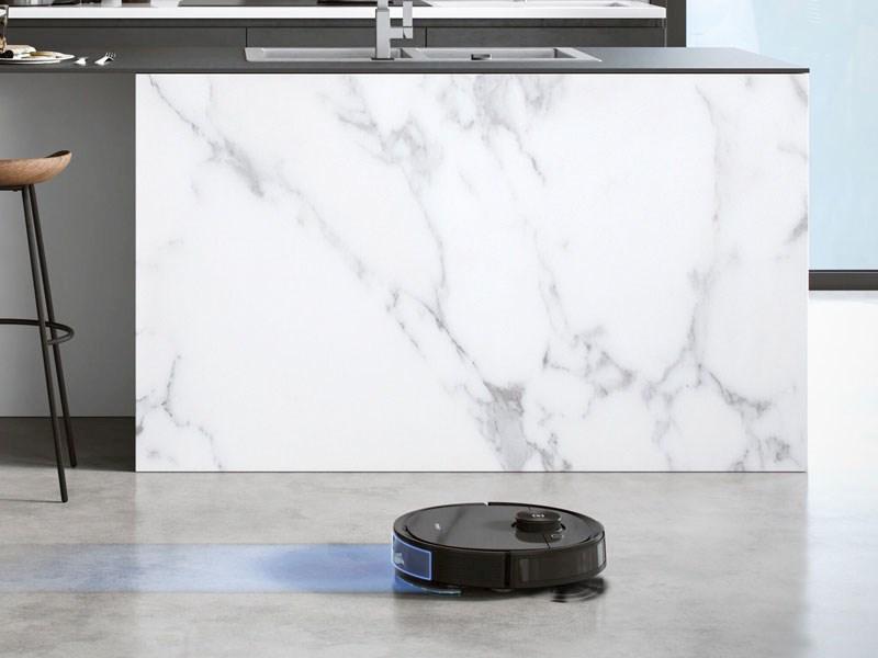 T8 AIVI kan både støvsuge og vaske gulvet samtidig.