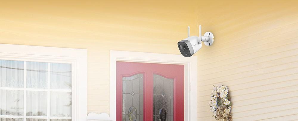 Følg med på hva som skjer hjemme hos deg mens du er bortreist.